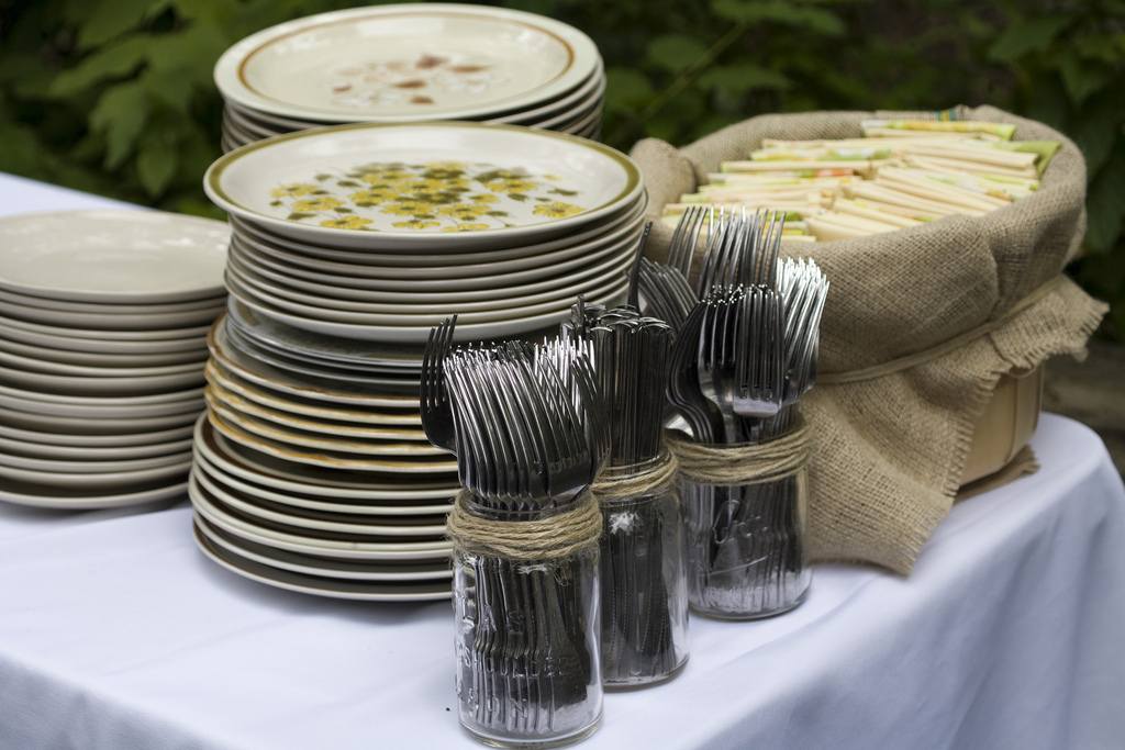Budget Bride Tip For June 11 Buy Dishes For The Wedding Dinner