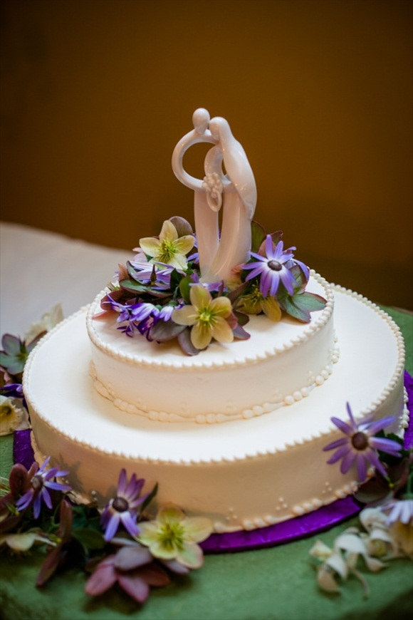 Budget Bride Tip for June 9: Feed your guests wedding cake from Costco