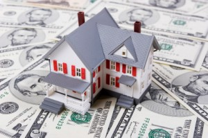 White house on top of money with current mortgage rates